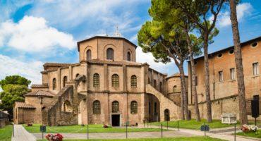 Ravenna-bazilika-shutterstock_221848951