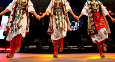 Srbska-folklora-shutterstock_1490969012