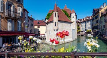 Annecy-Savoja-Francija-shutterstock_1431980279