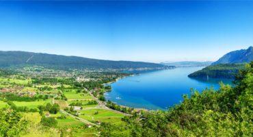 Annecy-jezero-Savoja-Francija-shutterstock_1429158974
