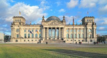 Berlin-Reichstag-shutterstock_519991180