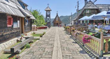 Drvengrad-Srbija-shutterstock_609387524